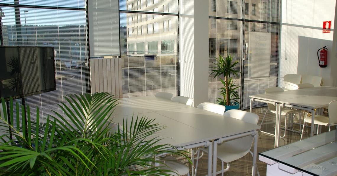 Moderní pracovní prostředí ve firmě