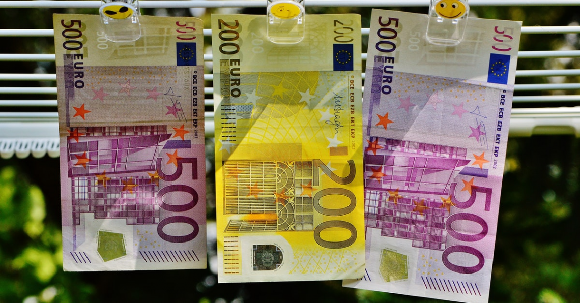 Průměrná mzda v ČR má stále rostoucí tendenci
