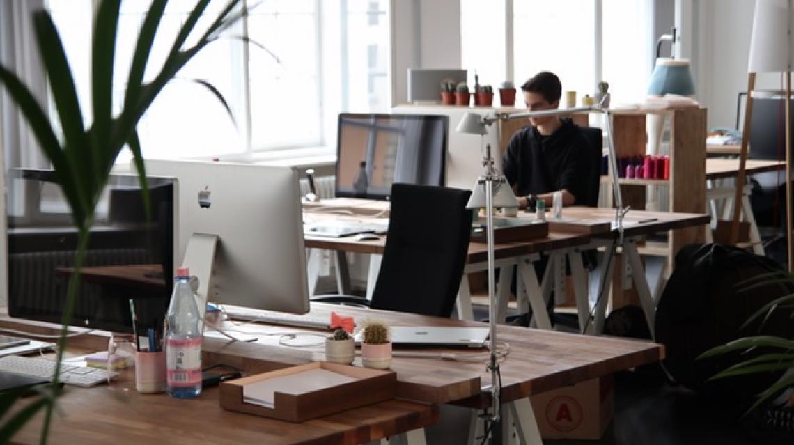 Jaké jsou výhody open space kanceláří?