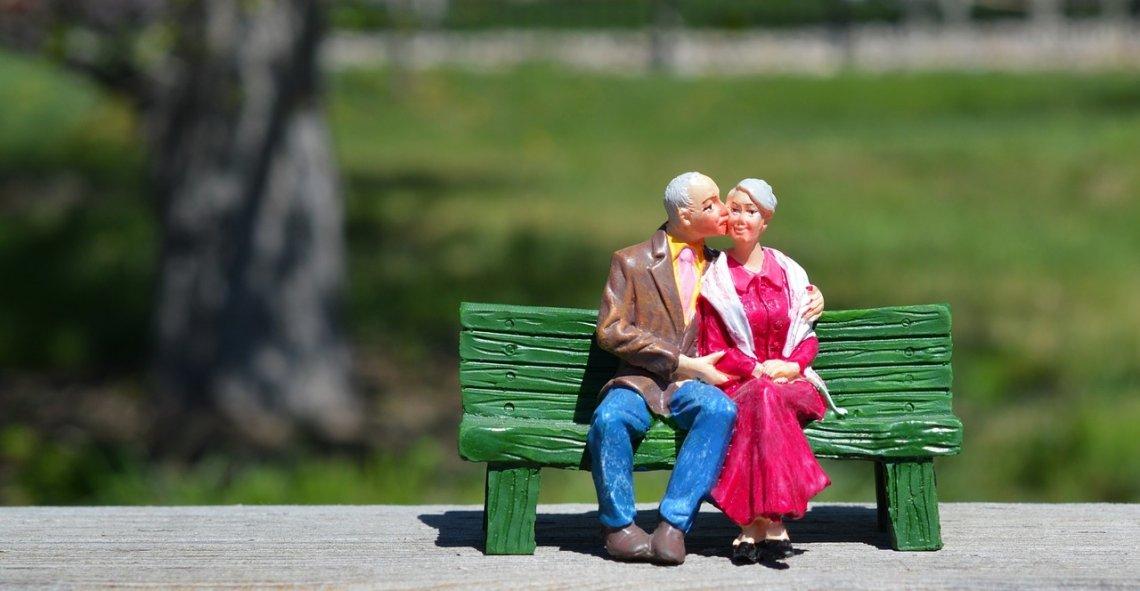 Valorizace - valorizace důchodů - v důchodu - staří lidé.