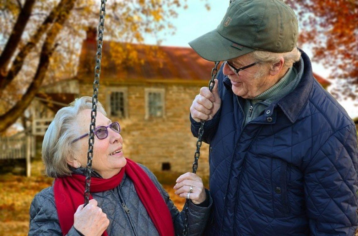 Důchod - důchodci - staří lidé - valorizace důchodů.