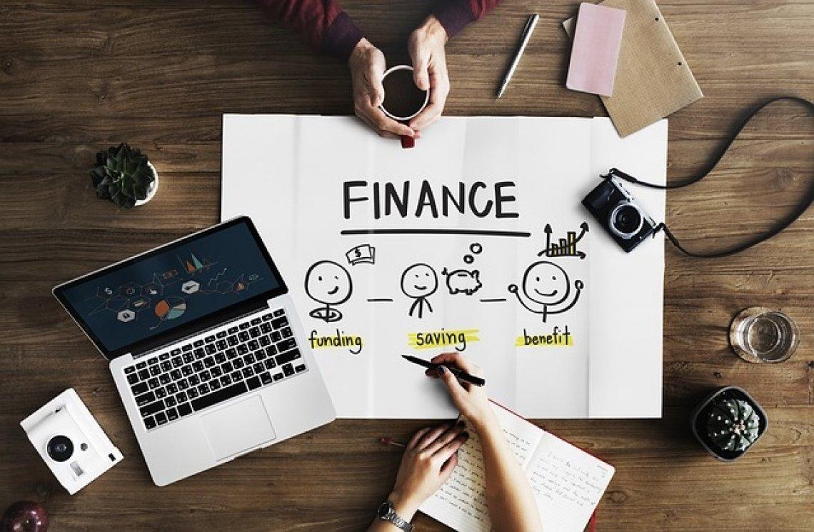 Jak ušetřit - šetření - peníze - finanční gramotnost.