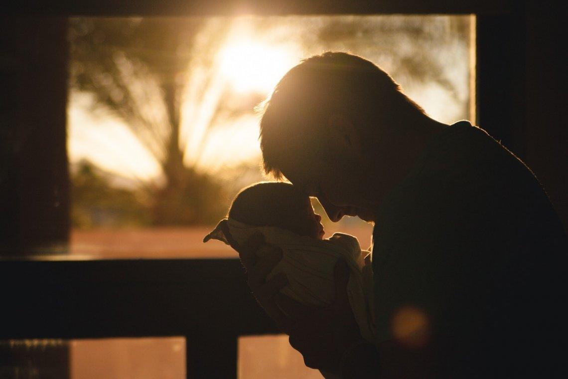 Otec, otcovská láska, otec s dítětem.
