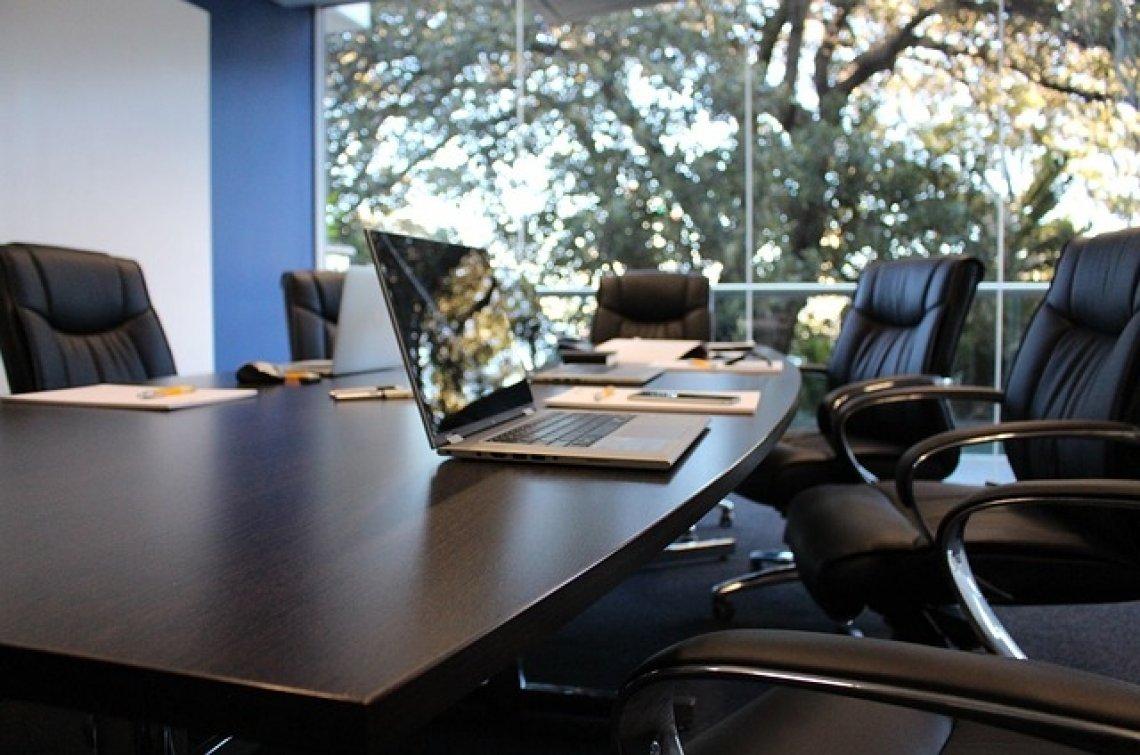 Kanceláře - zasedací místnost, vývoj kanceláří v ČR