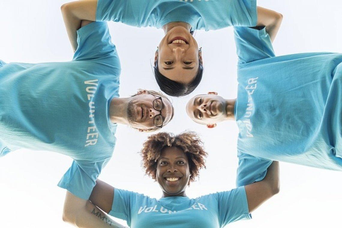 Dobrovolníci - dobročinnost, filantropie, filantropie v České republice