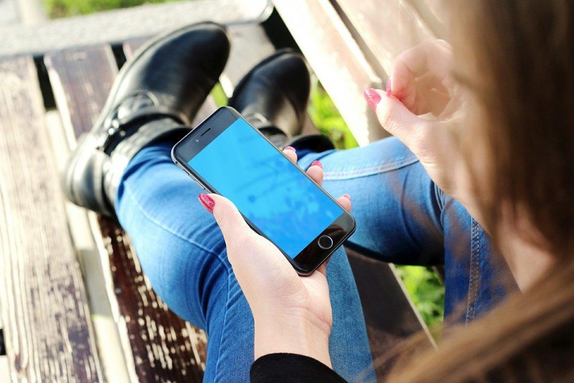 Mobilní telefon - smartphone - telefon - tarify v České republice.