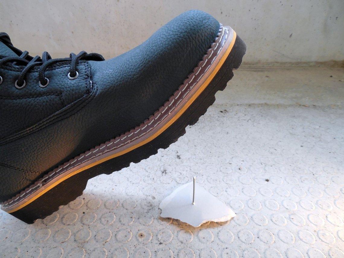 Kdy máte nárok na pracovní obuv_úraz