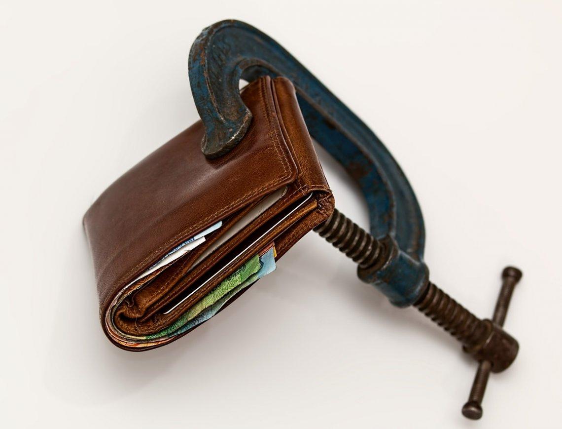 Kolik nám bere inflace každý rok peněz_peněženka