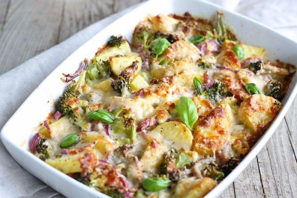 Zapečené brambory, zapečené brambory s brokolicí.