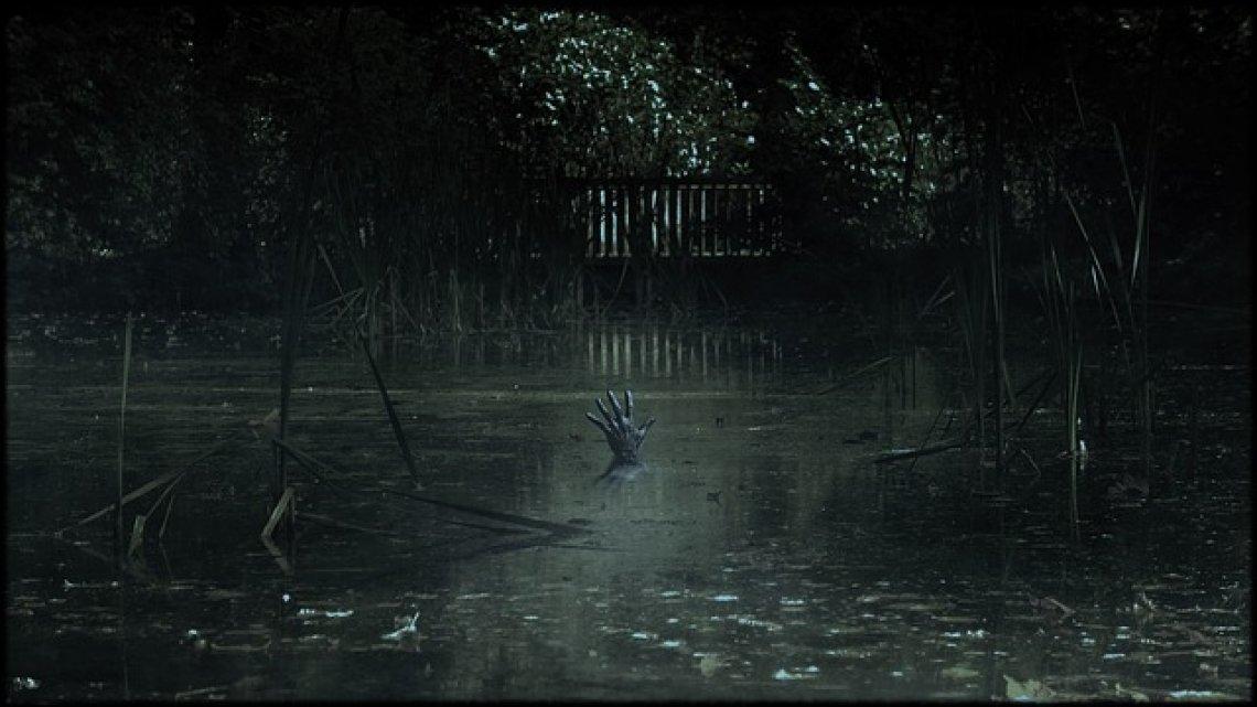 Horor: strašidelný film, ruka v jezeře, podle skutečné události.