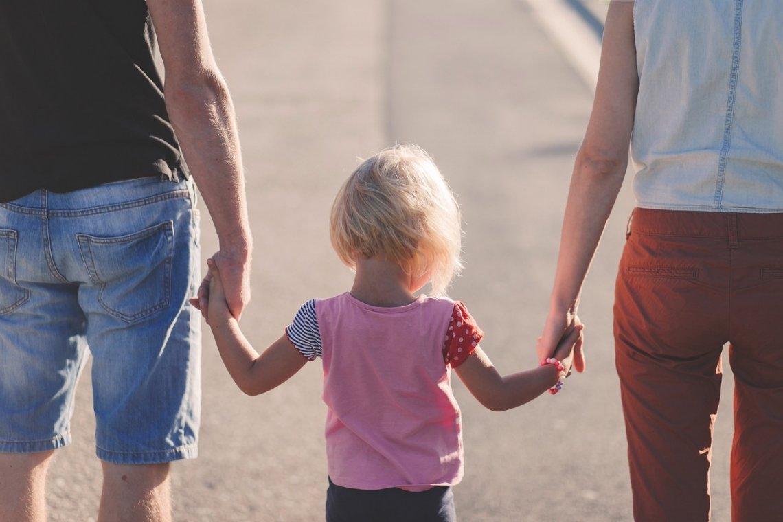 Rodičovství - rodičovský příspěvek - rodičovská dovolená - rodiče.