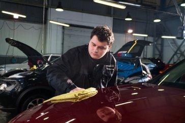 Leštění a čištění automobilu v AAA