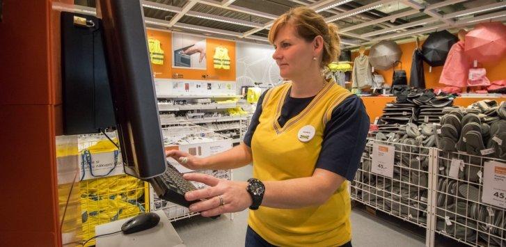 Práce v IKEA
