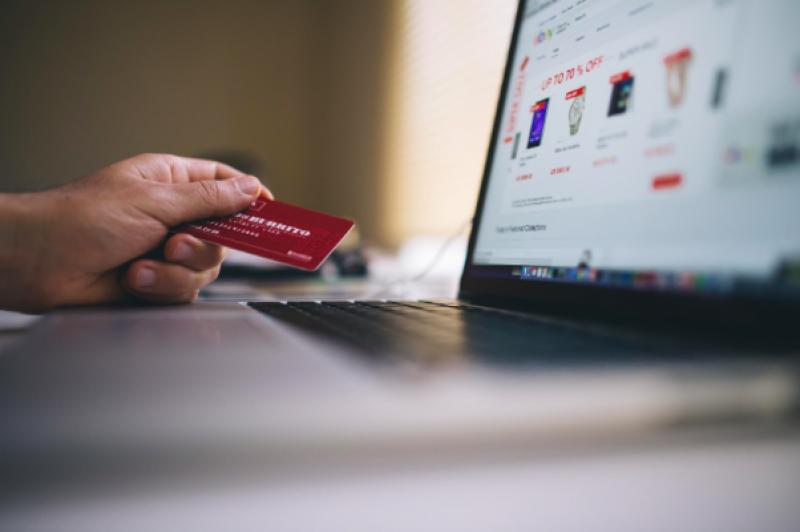 Jak na bezpečné platby kartou na internetu?