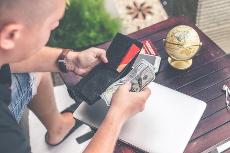 Platba na dovolené hotově nebo kartou?