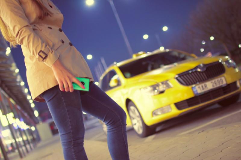 Pro Uber budou nově platit stejné podmínky jako pro taxislužby