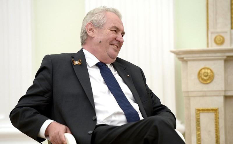 Jaký je příjem Miloše Zemana a ostatních politiků?