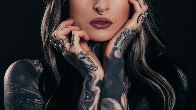 Tetování a práce už nejsou protiklady