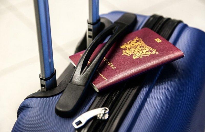 Jak se vyhnout služební cestě - kufr a pas