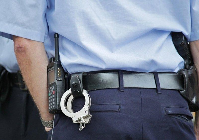 Jaký je plat policisty nebo vojáka v ČR? - policista, želízka