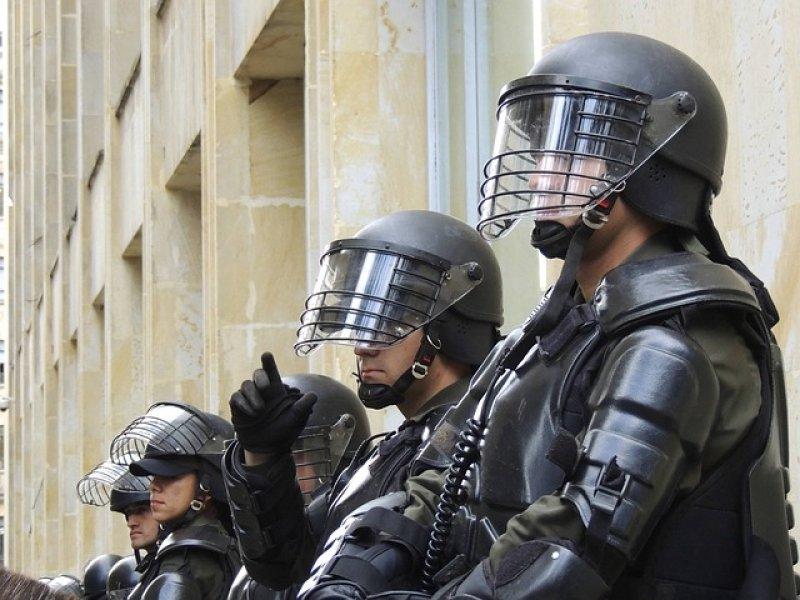 Jaký je plat policisty nebo vojáka v ČR? - pořádková policie, těžkooděnci