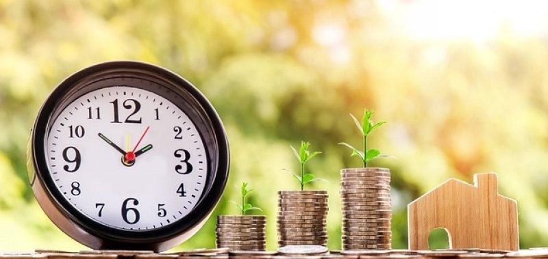 půjčka bez doložení příjmu - peníze a hodiny