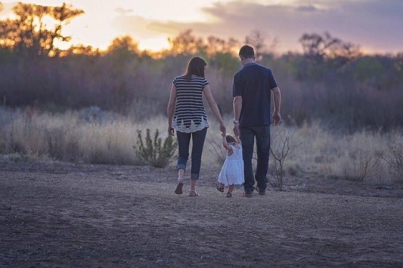 Rodina - rodiče - dítě - rodičovský příspěvek.